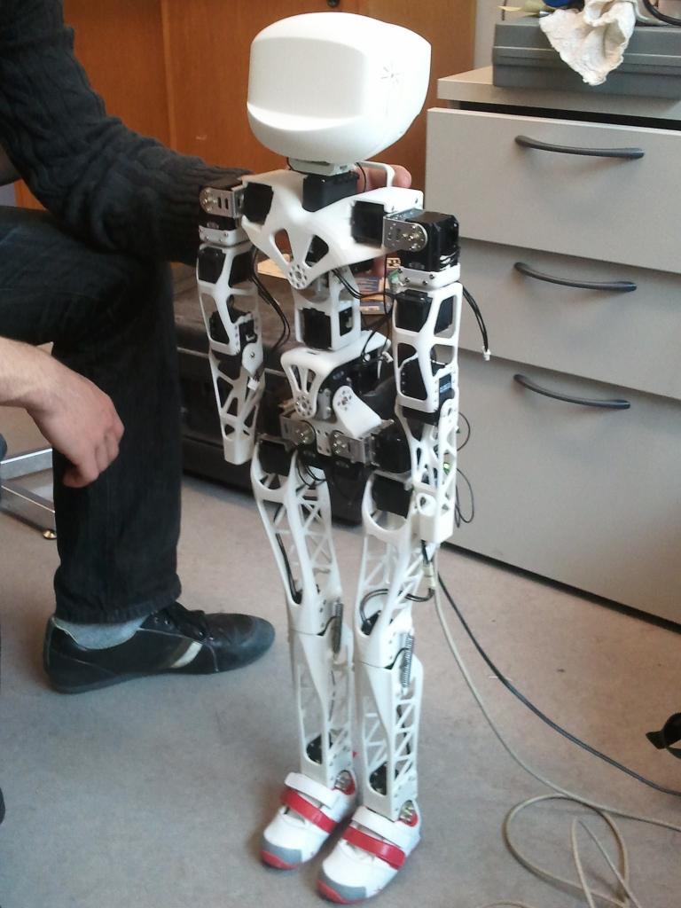 thesis robots meta Master's thesis: a tread/limb/serpentine hybrid robot: toward hypermobility in deconstructed environments, dec 2015 robert nawrocki - phd, ece assistant professor, school of engineering technology, purdue university.